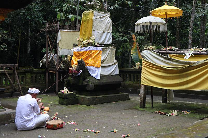 priere Temple Gunung Kawi Ubud