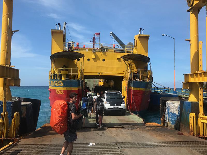 embarquement_ ferry padang bai nusa penida