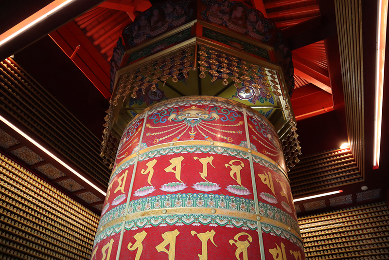 Moulin a priere Statue Buddha Tooth Relic Temple