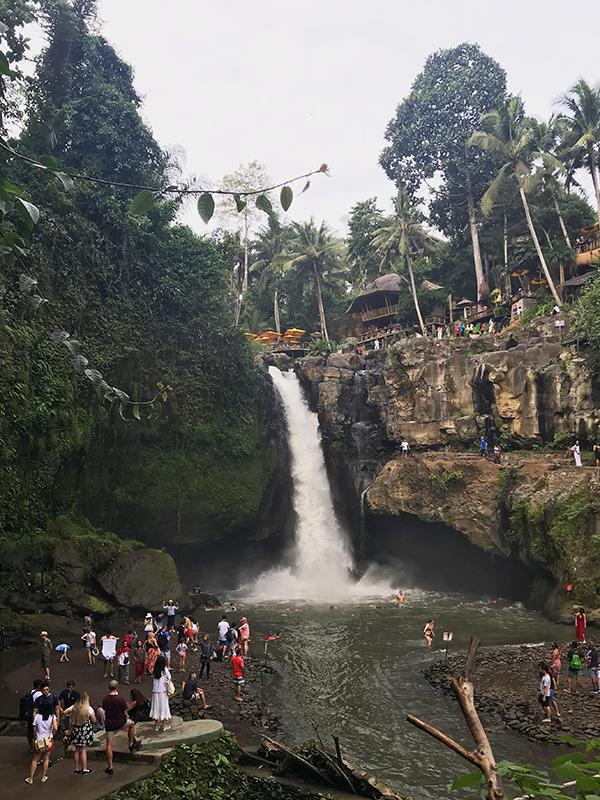 touriste cascade tegenungan