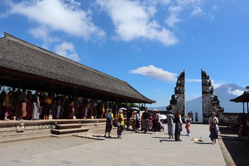 touriste temple Lempuyang Luhur